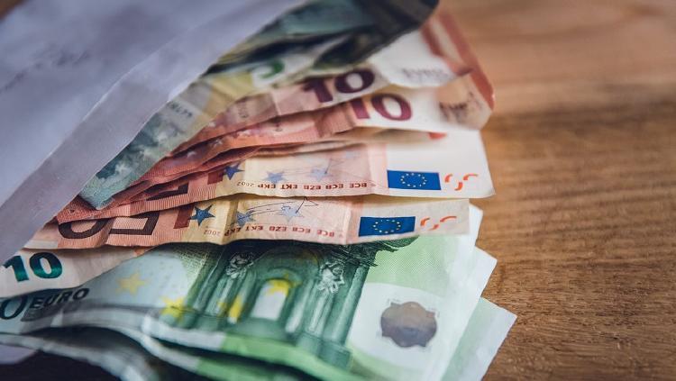foto dinero deudas