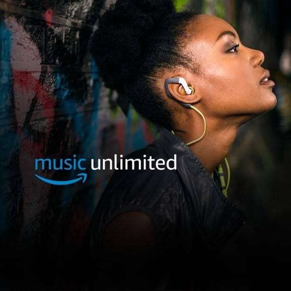 Chica escuchando música en los auriculares