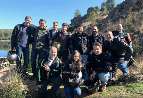 En la imagen, los compañeros del Grupo MASMOVIL que componen MASmoteros, un club de motos que ya disfruta del camino y de la compañía.