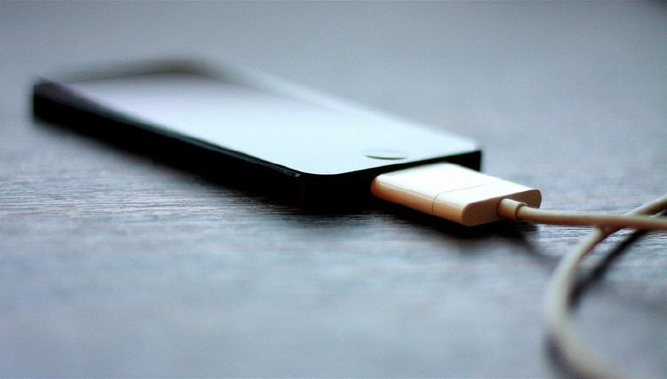 ¿Qué son los miliamperios y para qué sirven? | móvil cargando