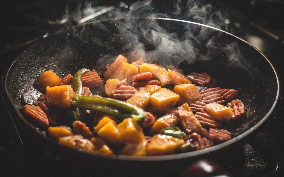 comida cocinando