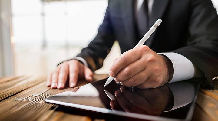 Cómo firmar tus PDF desde el smartphone gracias a Adobe Acrobat