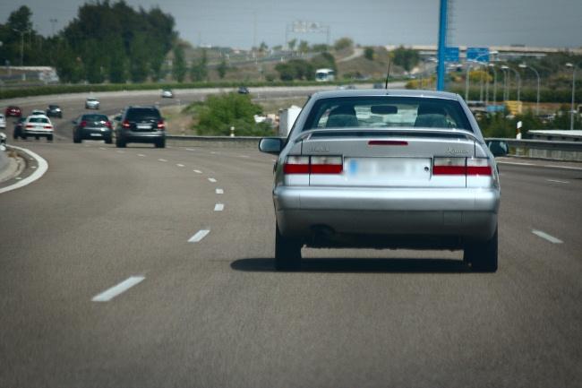 coche en una carretera