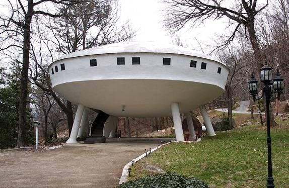 Casa con forma de OVNI