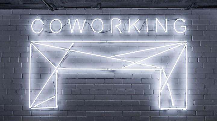 Letras de Coworking en la pared