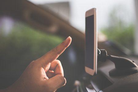 Utilizar el móvil en el coche gracias al Wifi incorporado