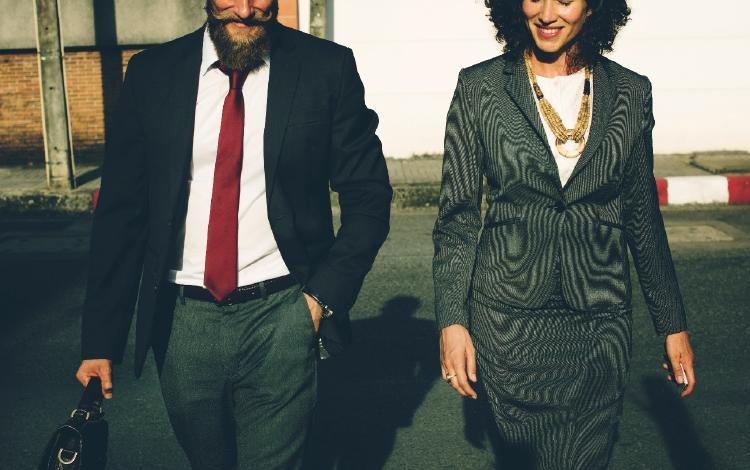 Hombre y mujer arreglados