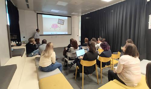 """Semana Europea de la Seguridad y Salud en el trabajo, Grupo MASMOVIL ha desarrollado un total de 9 iniciativas experienciales con el objetivo de concienciar y poner en práctica hábitos que fomenten la seguridad y salud del empleado. En la imagen , la charla \""""Freno al Ictus\""""."""