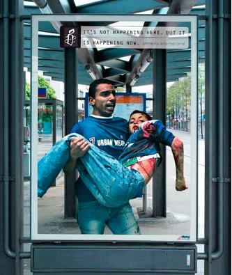 Padre con su hijo herido