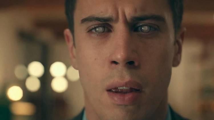 """Capítulo de Black Mirror """"Tu historia completa"""""""