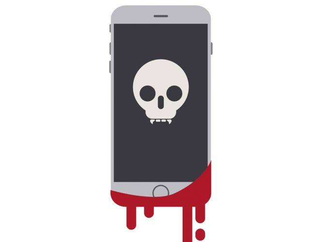 móvil con sangre y una calavera
