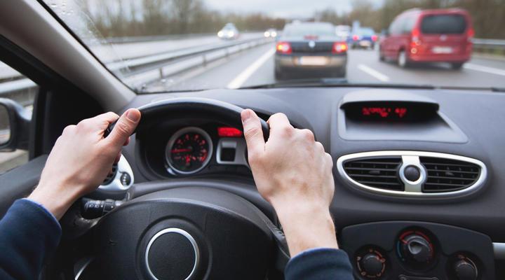 Deducir gastos del coche como autónomo