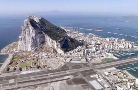 vista aerea del aeropuerto de Gibraltar