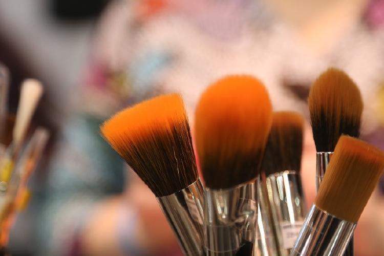 Urvan brocha maquillaje