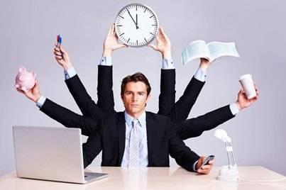 hombre multitarea con varios brazos