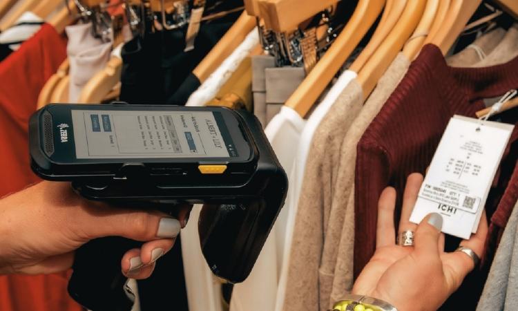 escaneando ropa con RFID