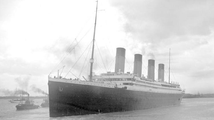 titanic blanco negro