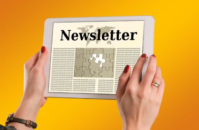 Tablet con la palabra newsletter
