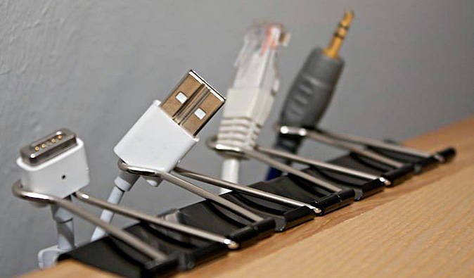 cables ordenados con clips
