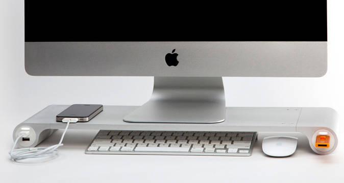 cables ordenados  en escritorio