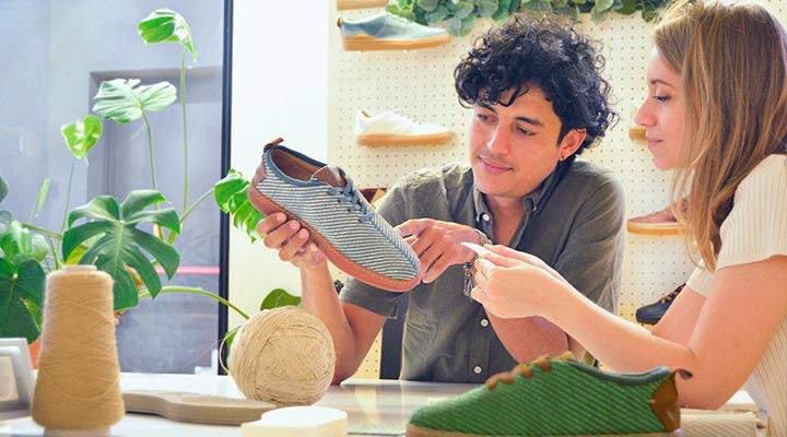 Indianes. La startup que vende zapatos de fibra de plátano