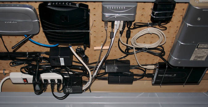 panel con cables ordenados
