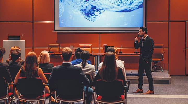 La importancia de asistir a conferencias empresariales